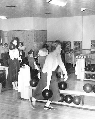 Bowling Alley Woodrail Pinbal Machines On Location 8x10 Reprint Of Old Photo
