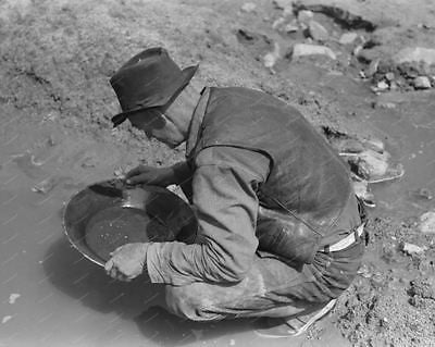 Man Gold Panning Vintage 8x10 Reprint Of Old Photo