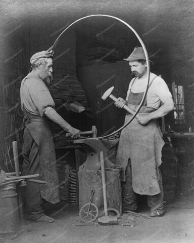 Black Smith Construct Wagon Wheel 1903 Vintage 8x10 Reprint Of Old Photo - Photoseeum