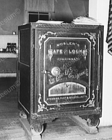 Antique Large Safe Circa 1930s 8x10 Reprint Of Old Photo