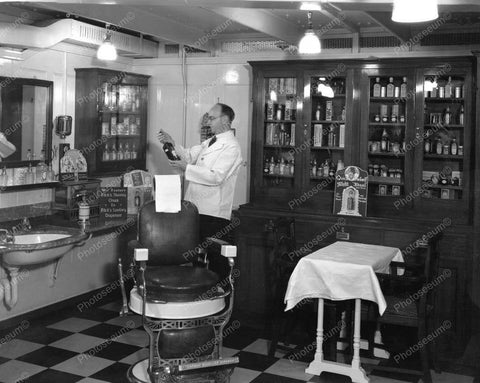 Barber Chair 1933 Vintage 8x10 Reprint Of Old Photo - Photoseeum
