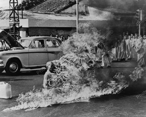 Buddhist Monk  Fiery Protest In Vietnam Vintage Reprint 8x10 Old Photo - Photoseeum