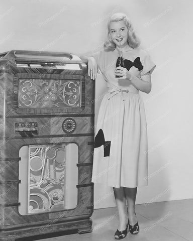 Wurlitzer Jukebox 1940's Pretty Girl 8x10 Reprint Of Old Photo
