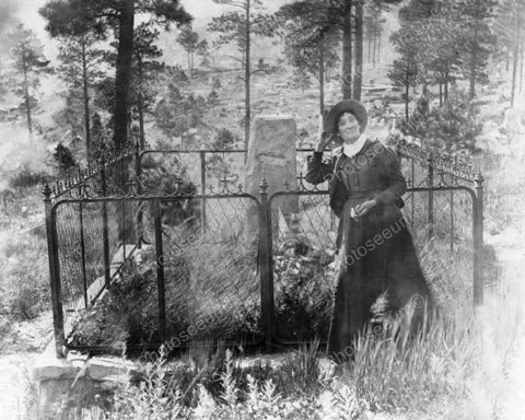 Calamity Jane - Wild Bill Hickocks Grave 8x10 Reprint Of Old Photo