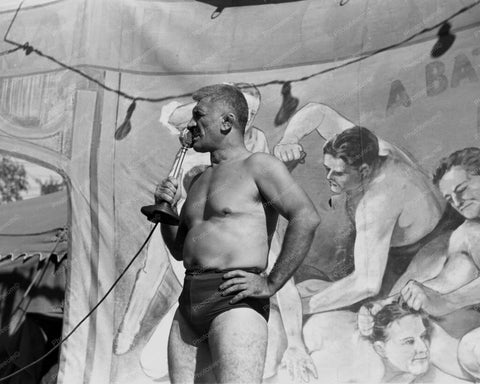 Carnival Wrestler Speaks To Crowd 8x10 Reprint Of Old Photo
