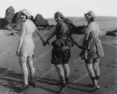 Bathing Beauties On The Beach Vintage 1920s 8x10 Reprint Of Old Photo - Photoseeum