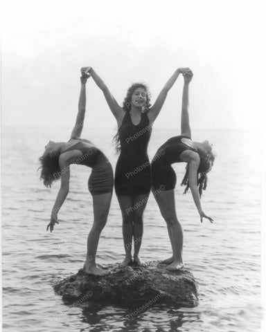 Bathing Beauties Do Beach Sculpture Pose! Vintage 8x10 Reprint Of An Old Photo