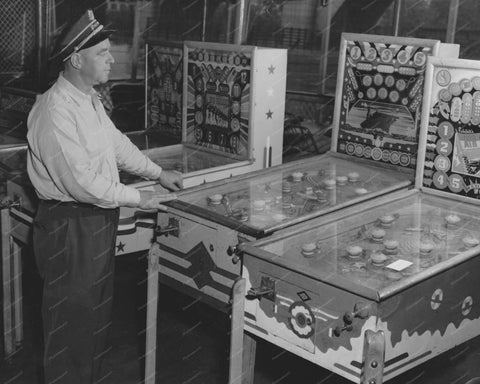 Exhibit Big Parade & Wms Flat Top Pinball Machines 8x10 Reprint Of Old Photo