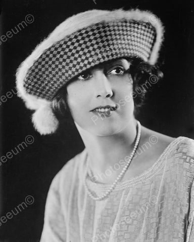 Lady In Classic 1930s Pattern Hat  8x10 Reprint Of Old Photo