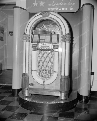 Wurlitzer Jukebox 1015 1946 Introduction Vintage 8x10 Reprint Of Old Photo - Photoseeum