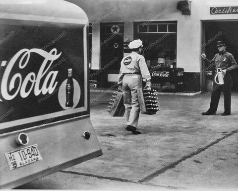 Coca Cola Soda Truck Making A Delivery Vintage 1939 8x10 Reprint Of Old Photo