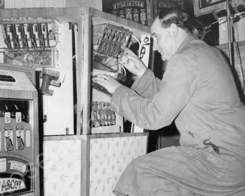 Auto Fruit EM Machine Fixed  By Man Vintage 8x10 Reprint Of Old Photo - Photoseeum