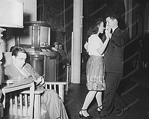 Couple Dance To Seeburg Hi Tone Jukebox Music Vintage 8x10 Reprint Of Old Photo - Photoseeum