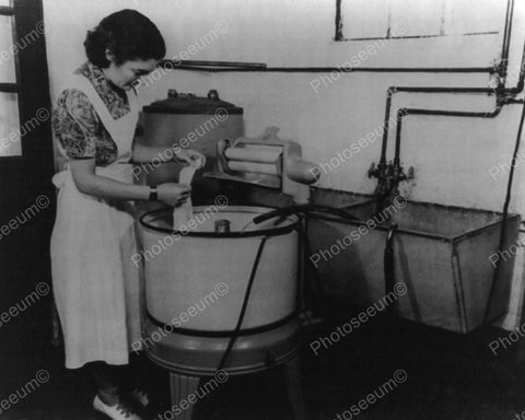 Electric Washing Machine 1940's Vintage 8x10 Reprint Of Old Photo