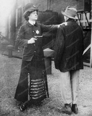 Victorian Policewoman Making An Arrest 8x10 Reprint Of Old Photo