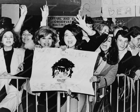 Fans Welcome Beatles Arrival To America 8x10 Reprint Of Old Photo - Photoseeum
