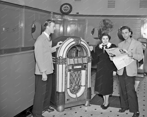 Wurlitzer 1015 Jukebox 1948 & Weight Scale 8x10 Reprint Of Old Photo