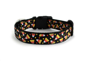 The back of the Candy Corn Dog Collar, displaying the pattern repeating itself along the length of the collar.