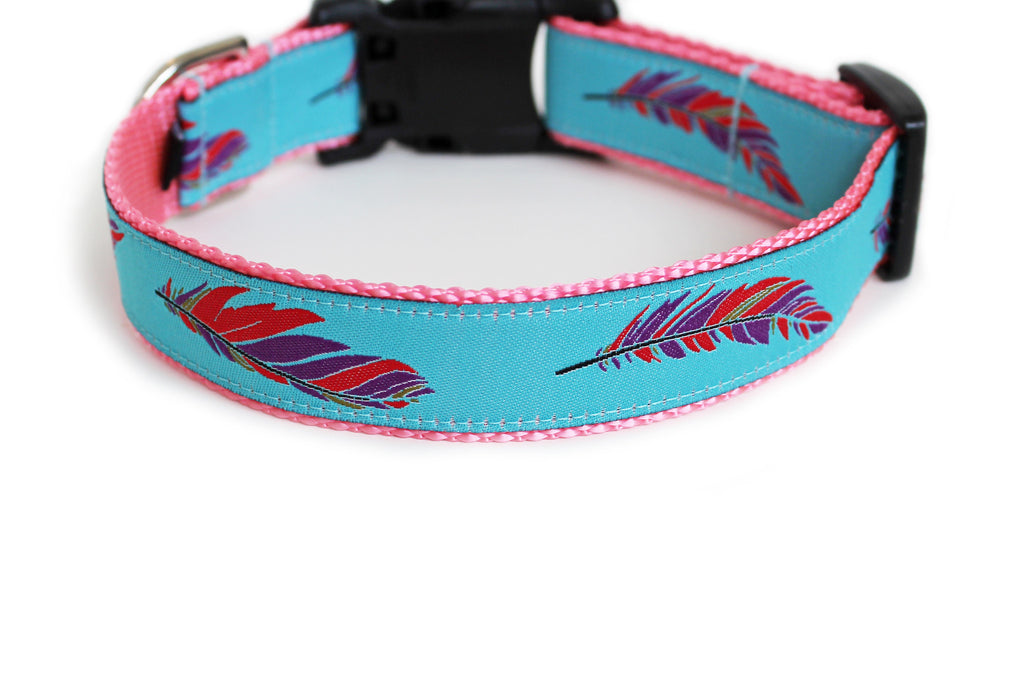 The back of the Colorful Feathers Dog Collar, displaying the pattern repeating itself along the length of the collar.