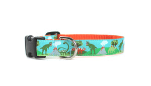 Side view of the Dinosaur Dog Collar, displaying the pattern repeating along the collar