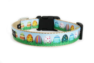 The back of the Eggcellent Dog Collar, displaying the pattern repeating itself along the length of the collar.