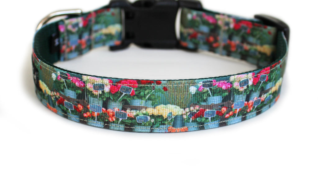 The back of the French Flower Shop Dog Collar, displaying the pattern repeating itself along the length of the collar.