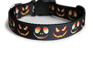 The back of the Jack O Lanterns Dog Collar, displaying the pattern repeating itself along the length of the collar.