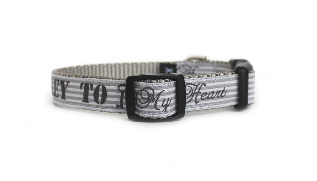 The back of the Key to My Heart Dog Collar, displaying the pattern repeating itself along the length of the collar.