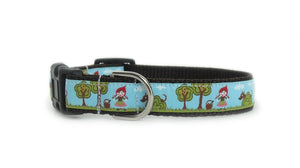 Side view of the Little Red Riding Hood Dog Collar, showing the pattern repeating along the collar