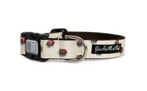 Dog collar in off white with realistic acorns