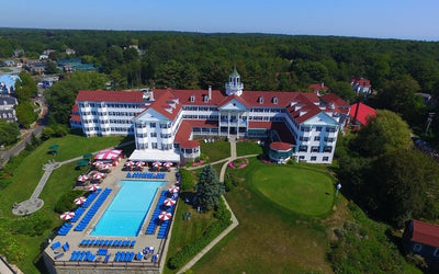 Maine's Iconic Colony Hotel Offers Poolside Dining & Entertainment