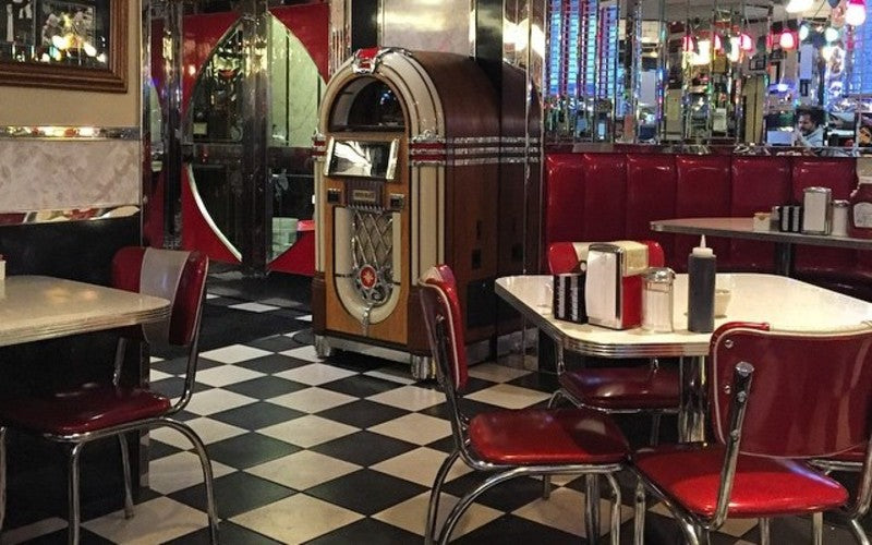 Transport Back To The 1950s At This New Hampshire Diner