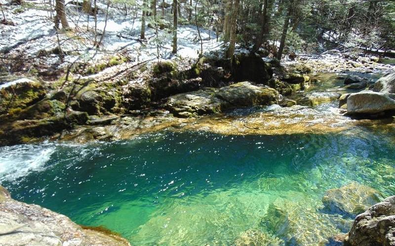 This Scenic Maine Hike Leads To A Hidden Pool Of Fresh Turquoise Water