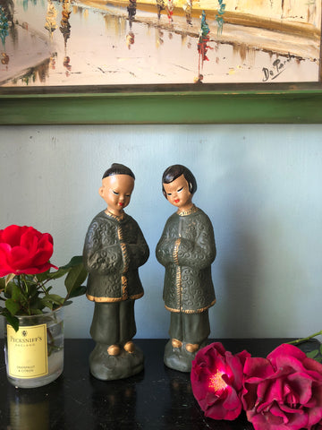 Beautiful pair of Asian ceramic figurines. Chinoserie