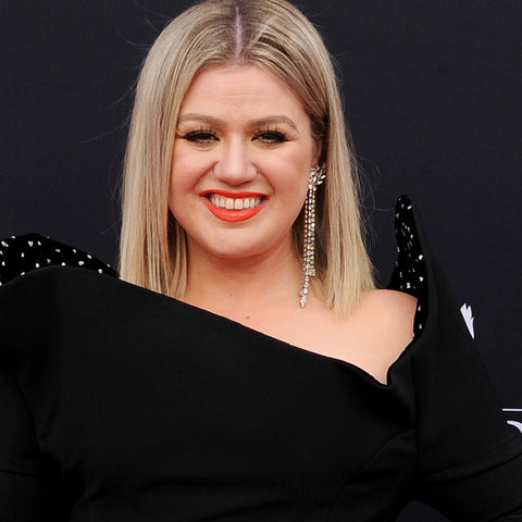 KELLY CLARKSON ADULT ACNE