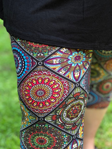 Square Medallion Print Buttery Soft Capri Leggings