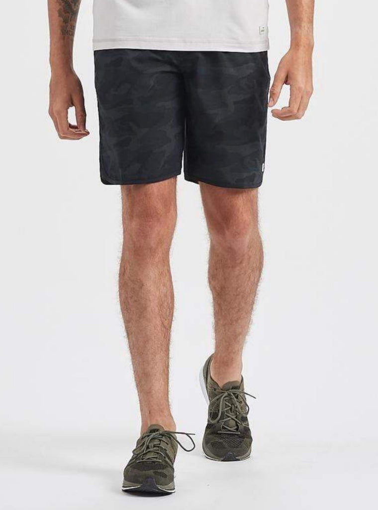 Vuori Banks Shorts Black Camo