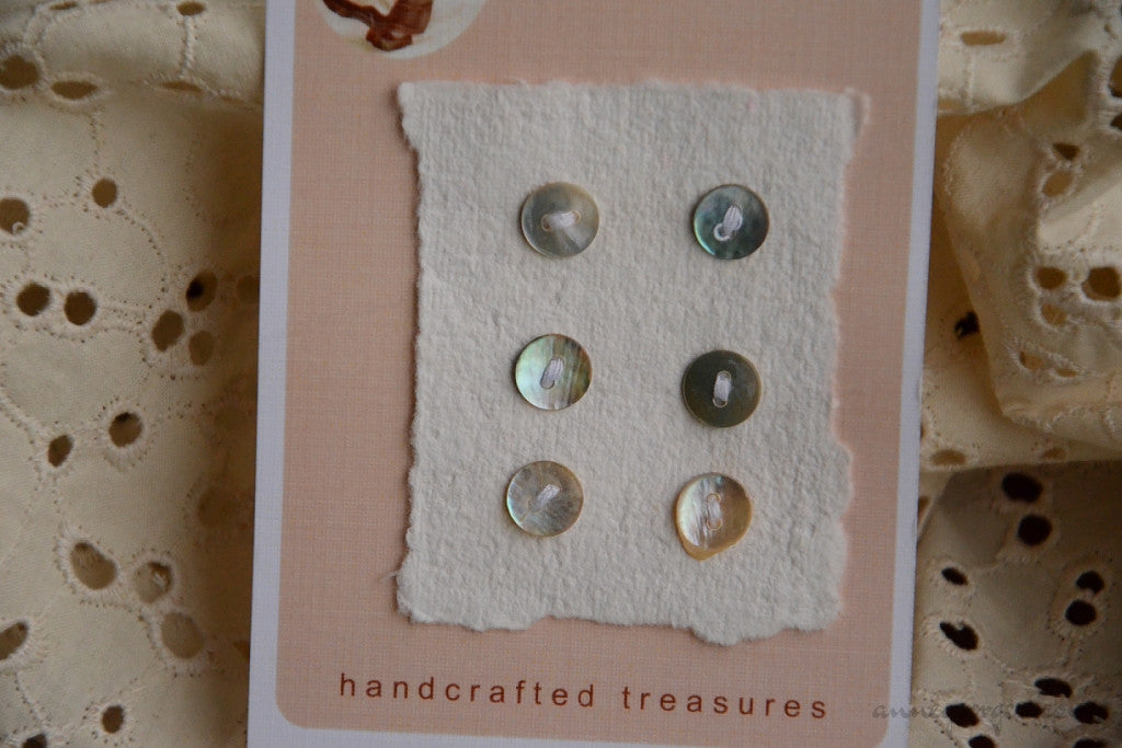Akoya Buttons Handmade - CONVENT DAYS ( Card B6 )