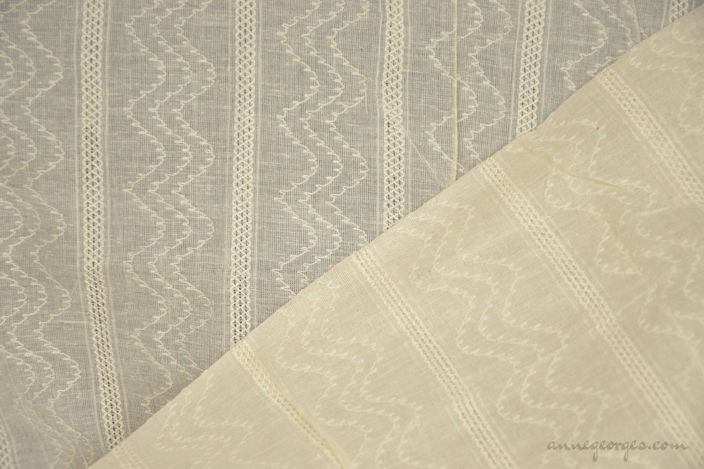 Organic Cotton Handwoven Fabric - LOOMSTATE ( Chevron Stripes, Unbleached Dyeable )