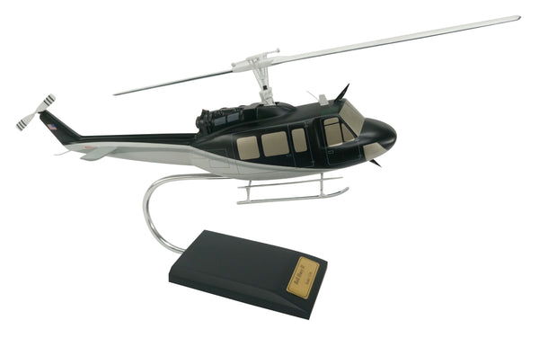 DW - APACHE MILITARY MODEL HELICOPTER SCALE: 1/32 - My Parlor Room