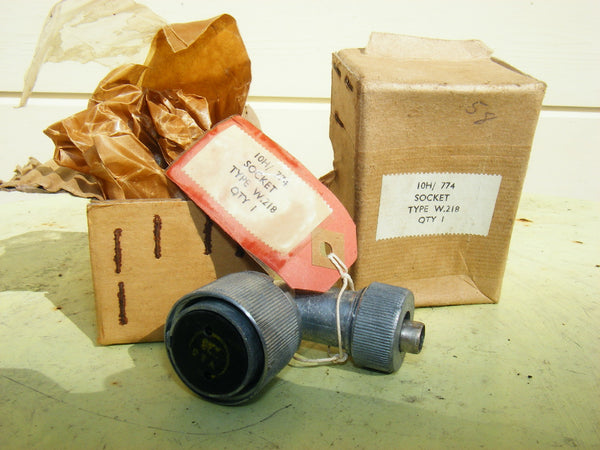 W PLUGS 2 PIN 10H/774, W218, RT ANGLE PLUG FOR GEE REBECCA ASV EARLY RADAR & WW2 RAF AIRBORNE EQUIPMENT NOS