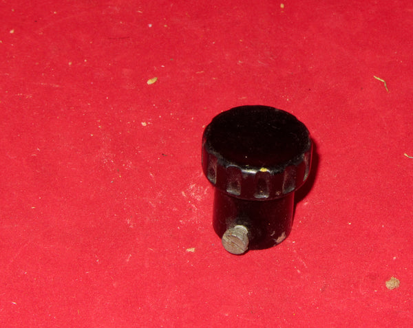 BAKELITE KNOB, 25mm DIA, 38mm HIGH, 5mm HALF ROUND SHAFT, MAYBE FOR RECEPTION SET R109, R109T