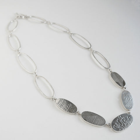 Long ovals pebble necklace