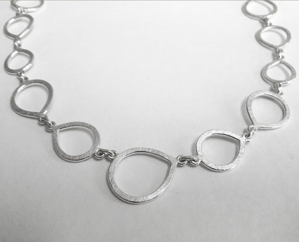 Teardrop link hammered chain