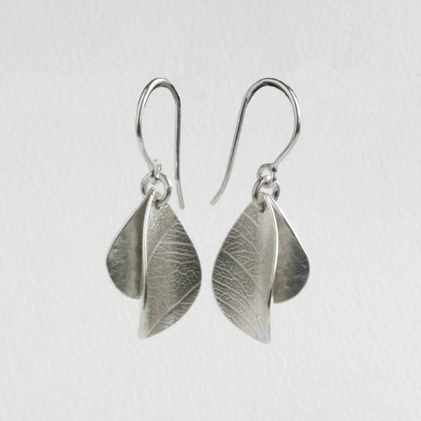 Teardrop wave earring