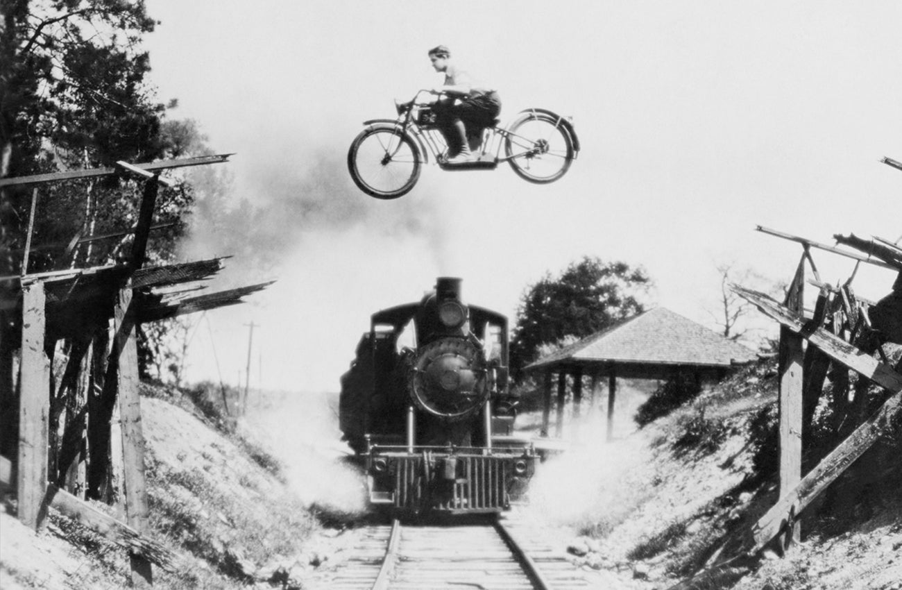 Oil Can Grooming Iron Horse - Bike Jumping Train