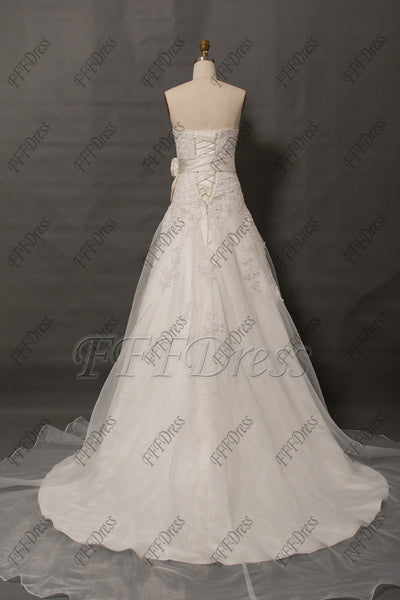 Sweetheart ivory lace wedding dress with sash