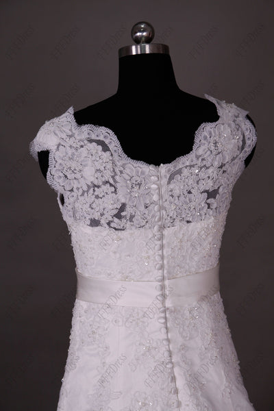Scallops Beaded Fitted A Line Lace Wedding Dresses
