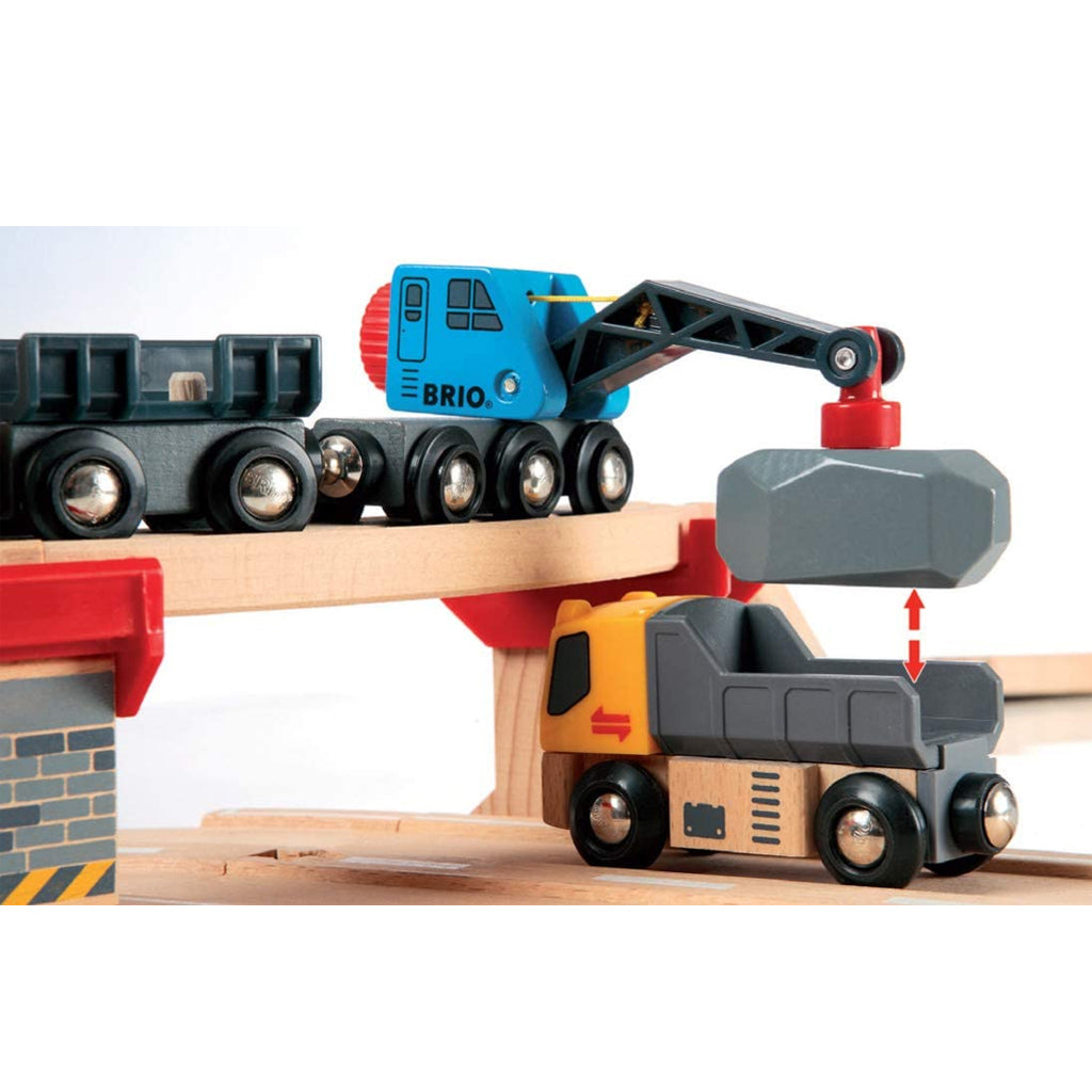 BRIO - Rail and Road Loading Train Set 33210 | Mapamundi Kids