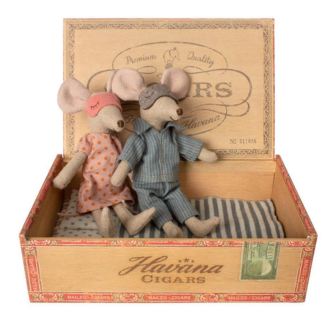 Maileg - Mum and Dad Mice in Cigar Box - Designed in Denmark